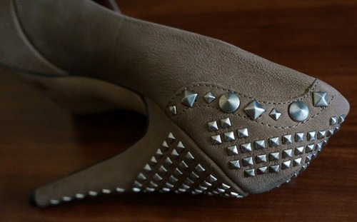 back of vince camuto shoes